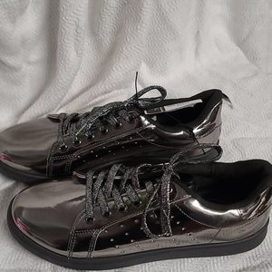 NWT  RUE 21 SILVER SHOES Size 8/9 L
